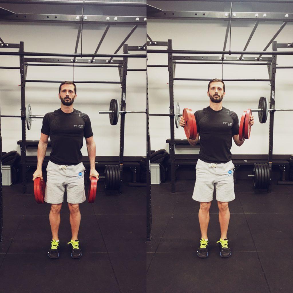 Pincer deux disques et faire des curls biceps. 8 à 10 répétitions, 3 à 5 séries.